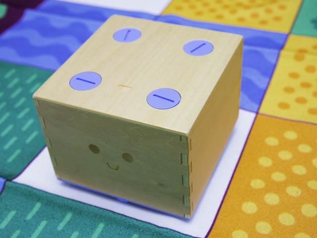 知育玩具キュベット 木製ロボット