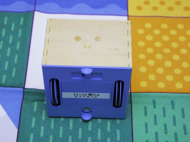 知育玩具キュベット 木製ロボット-車輪