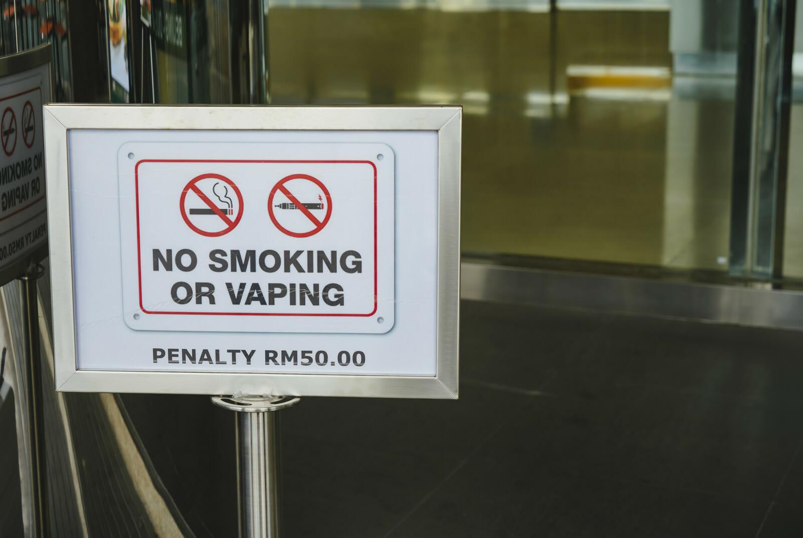 タバコもVAPE(電子たばこ)もダメ!の看板